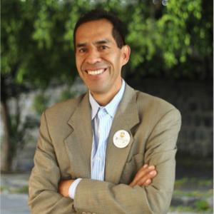 Dr. Gustavo Dávila